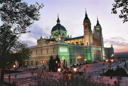 Главный Кафедральный собор Мадрида Альмудена  Madrid Catedral de la Almudena