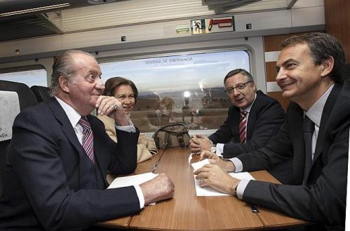Первые пассажиры скоростного поезда AVE Мадрид  Madrid  Валенсия Valencia Король и Королева Испании Премьер Министр Испании Хосе Родриго Сапатеро