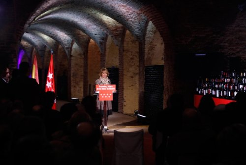 Выступление Губернатора Мадрида Эсперансы Агирре Esperanza Aguirre  в Королевских Винных Погребах в Аранхуэсе
