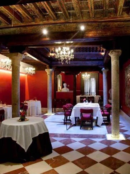 Адольфо Adolfo ресторан , дегустационный зал , бодега  в Толедо