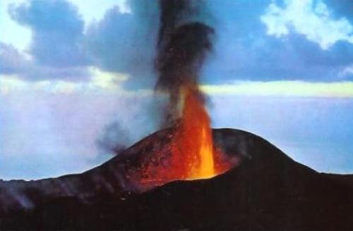Последнее извержение вулкана а Испании в 1971 году Вулкан Тенегиа Volcán Teneguía остров Ла Пальма Канарские острова