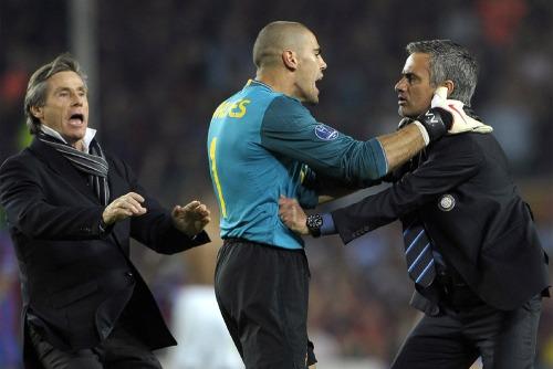 Победы Реалу над Барсой в этом сезоне 2011-2012 Моуриньо Mourinho и вратарь Барселоны Виктор Вальдес  Victor Valdes