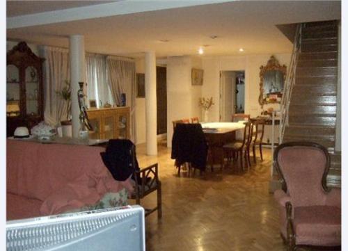 Дом в Мадриде 375 м2, 3 этажа, 6 спален, 5 ванн,  гараж на 3 машины, террасы, бассейн, сад.