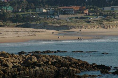 Пляжи на Севере Испании на Атлантическом побережье , сосны , песок , лучший в мире серфинг