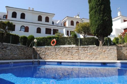 Дом таунxаус, 400  метров от моря  , с видом на море Эстепона Estepona ,  Косталита Costalita