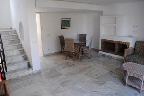 Дом таунхаус  3 этажа , общая площадь 187 м2, 2 спальни, 2 ванны, салон-холл с камином