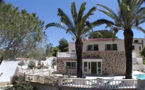 Вилла в Эль Росарио El Rosario , недалеко от Марбельи  Marbella арестованная банком.
