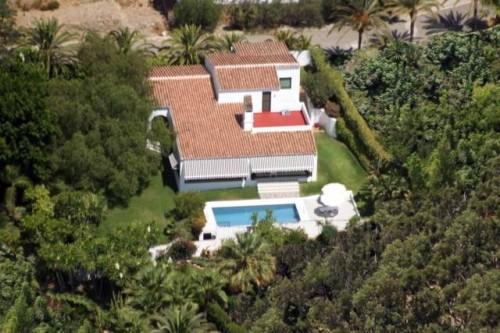 Вилла недалеко от центра Марбельи Marbella с видом на море, 2 этажа, участок 1000 м2