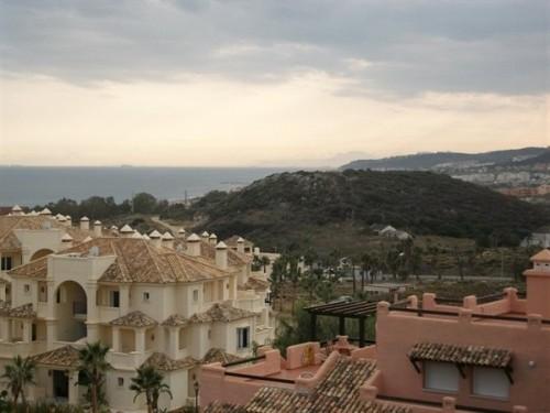 Апартаменты с видом на море Касарес Casares, Коста дель Соль, общая площадь 79 м2