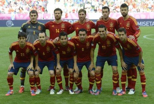 Сборная Испании фото перед матчем с Италией 10 июня 2012 года