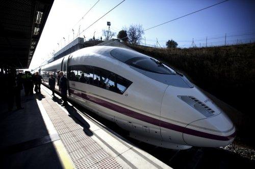 Первый прямой поезд между Испанией и Португалией (Виго - Порту) начал ходить с 2 июля 2013 года