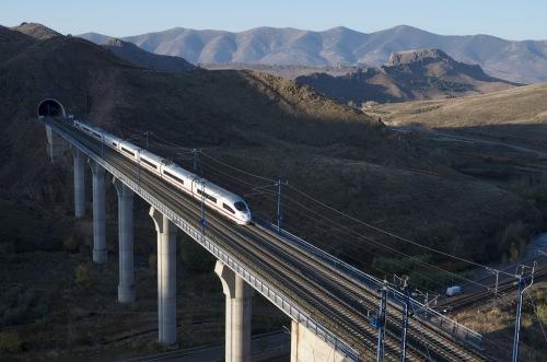 Новости туризма в Испании - В 2015 года протяженность скоростных железнодорожных путей в Испании АВЕ (AVE)  будет первой по величине  в Европе