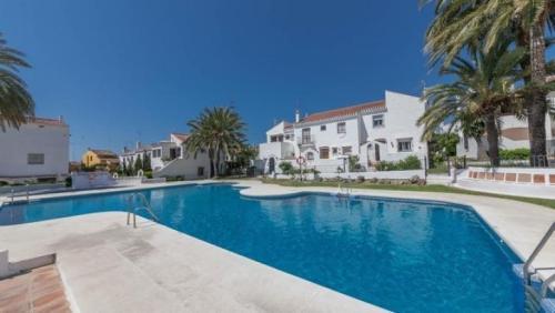 Таунхаус Townhouse Лас Канселас Марбелья  Las Cancelas, общая жилая площадь 81 м2, 2 спальни, 1 ванна, гараж,сад, бассейн.