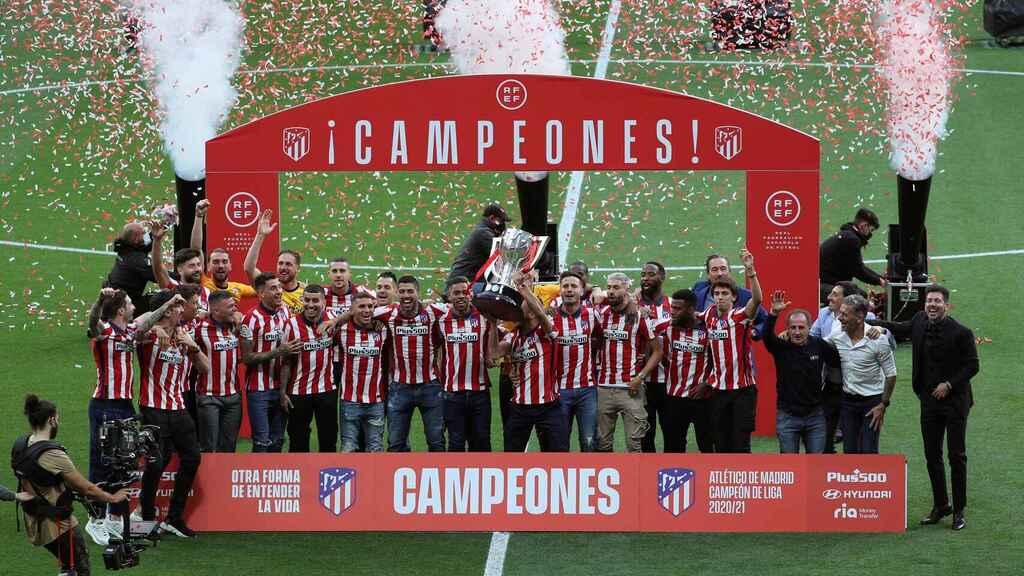 Атлетико Мадрид Чемпион Испании по футболу , Лиги Сантандер сезона 2020-21 г. празднования в Мадриде.